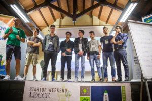"<img src=""https://www.molo12.com/wp-content/uploads/2017/05/startup-weekend-2017-mentor.jpg"" alt=""mentor e coworkers"">"